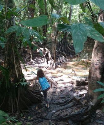 fille dans la jungle guyane